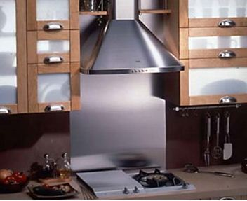 кухонная вытяжка – яркий пример оборудования для принудительной местной вытяжной вентиляции